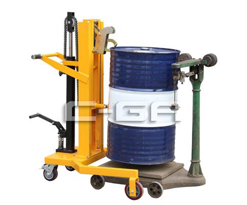 腳踏式(shi)液壓油桶搬(ban)運車